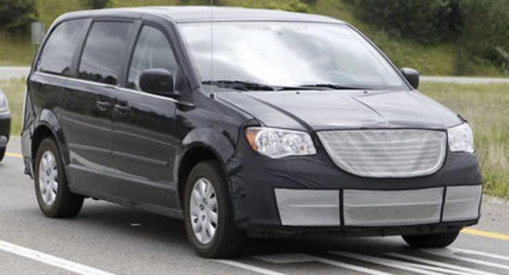 Шпионские фотографии обновленного Chrysler Voyager