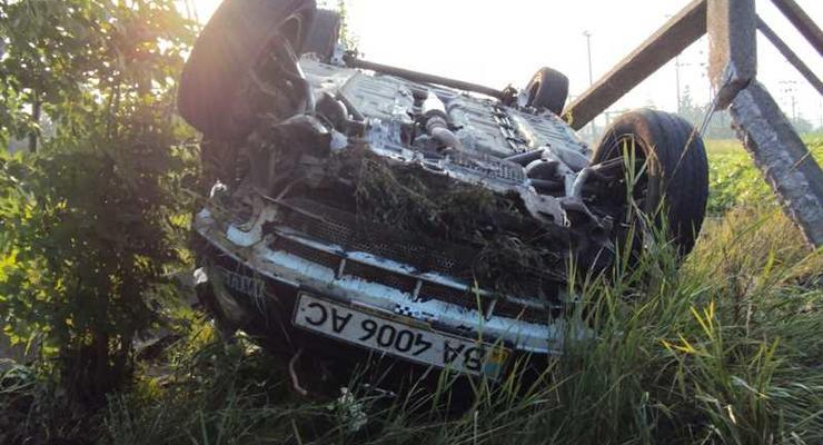 Chery перевернулся и врезался в столб – погиб пассажир