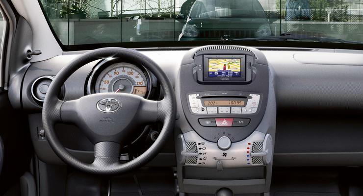 Toyota обновляет интерьер хэтчбеков iQ и Aygo