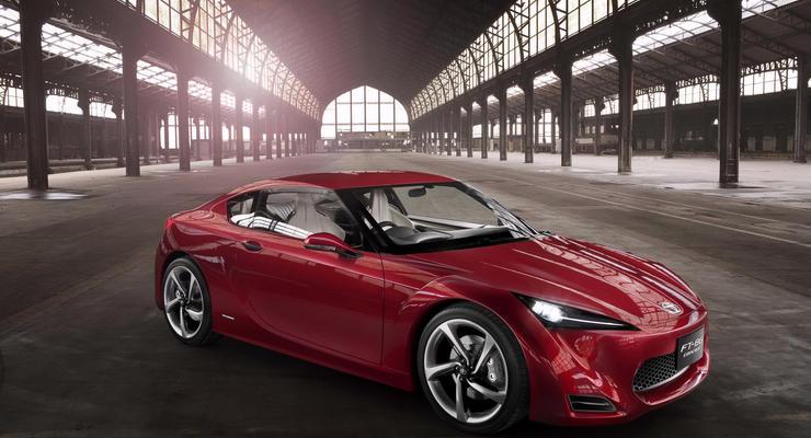 Toyota сделает из FT-86 четырехдверное купе