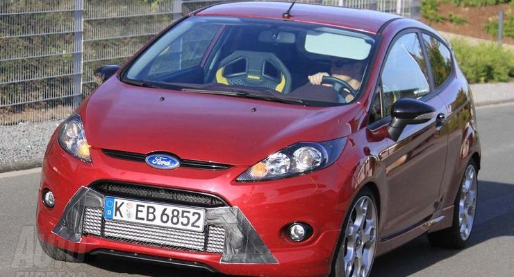 Ford проводит испытания «заряженного» Fiesta ST