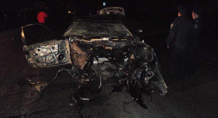 Sonata врезалась в бензовоз, водитель и пассажиры погибли