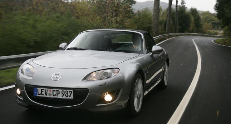 Кабриолет Mazda MX-5 станет легче