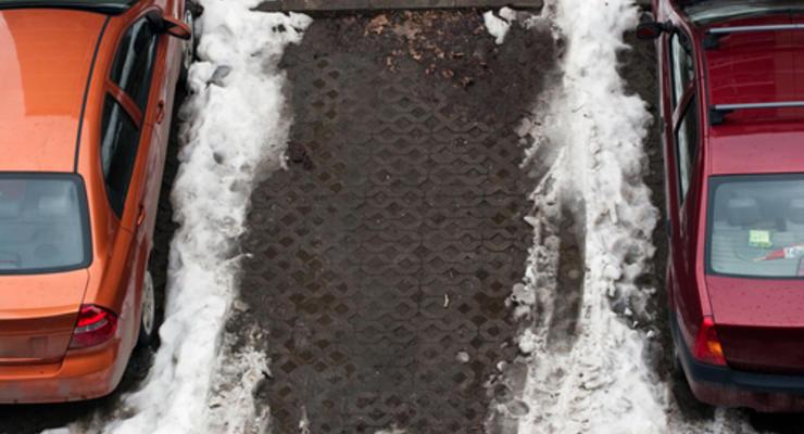 Киевлян заставят парковаться по одной стороне улицы