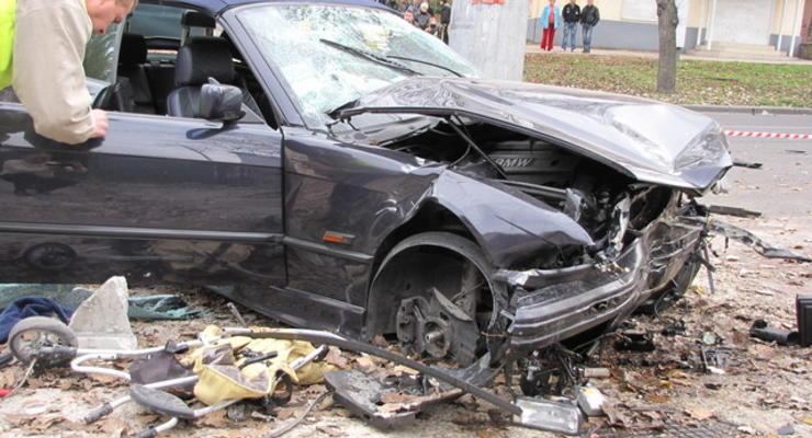 Уличный гонщик насмерть сбил женщину и двух детей