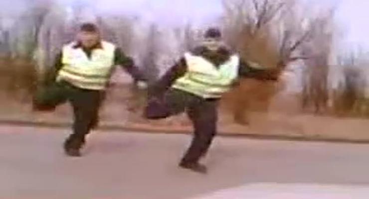 Сумасшедшие танцы гаишников