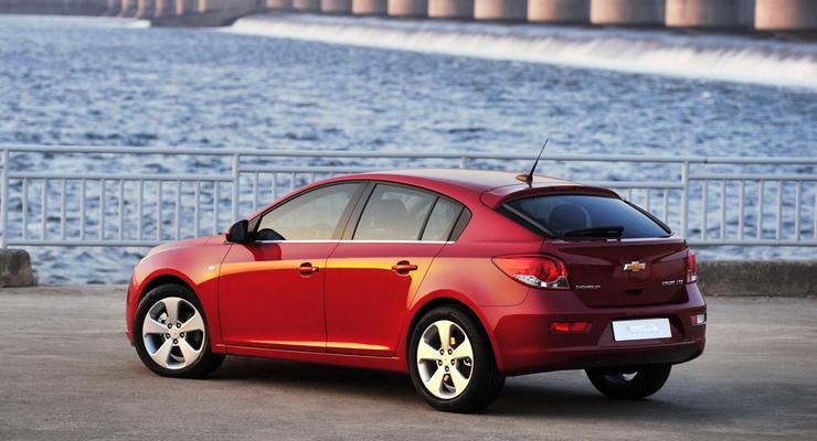 Chevrolet Cruze стал пятидверным – первые снимки модели