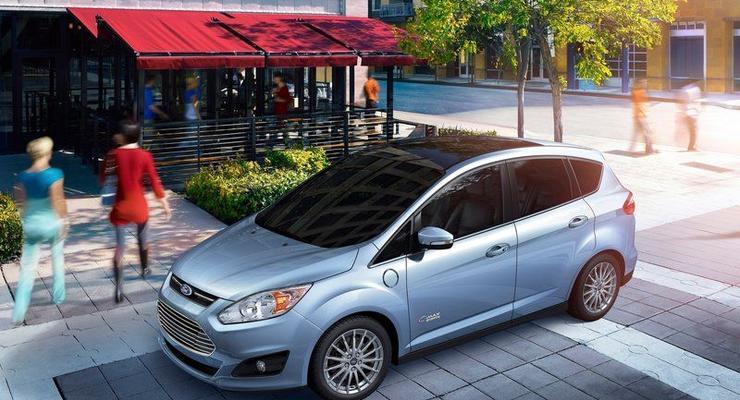 Новый семейный Ford ест 6 литров и заряжается от сети