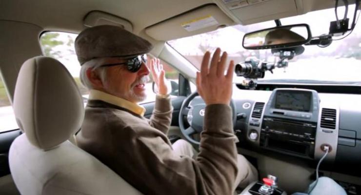 «Гугломобиль» с автопилотом покатал по городу слепого