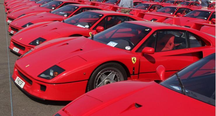 На день рождения Ferrari F40 съехались 60 суперкаров