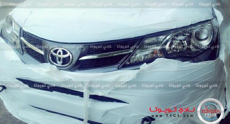 Шпионы засняли новый Toyota RAV4 снаружи и внутри