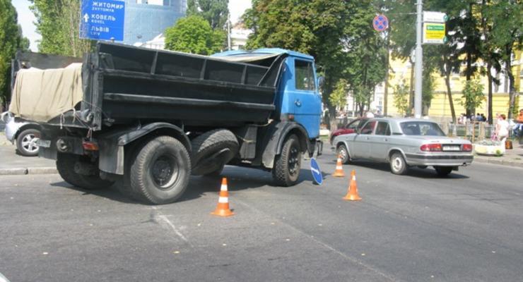 В центре Киева грузовик раздавил голову профессору