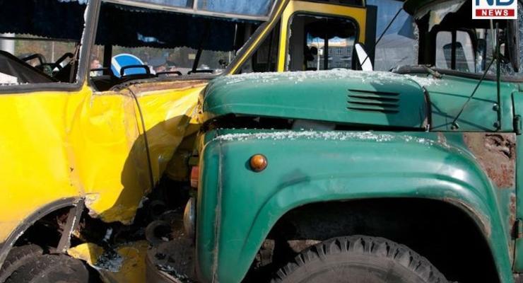 В Киеве ЗиЛ переломал кости пассажирам маршрутки