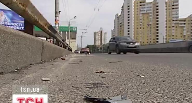На мосту в Киеве насмерть разбился полковник СБУ