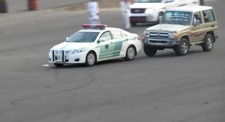 Уличные гонщики преследовали полицейскую машину