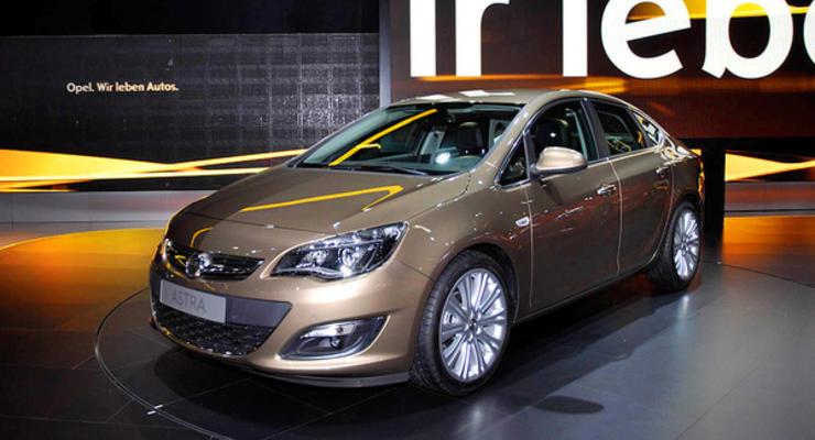Новый седан Opel Astra приехал на премьеру в Москву