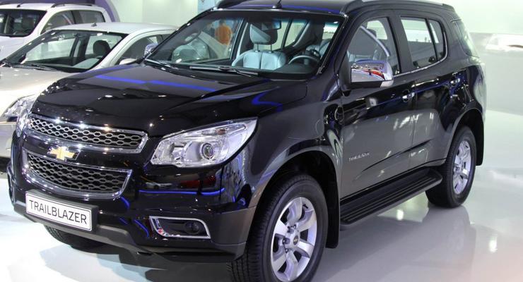 Chevrolet показала в Москве новые внедорожник и пикап