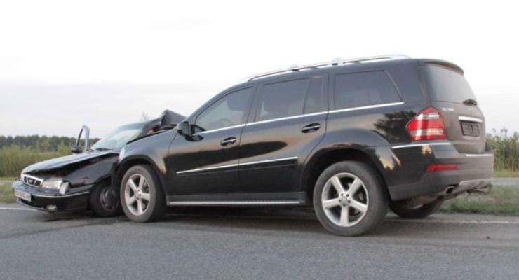 Mercedes нардепа врезался в Daewoo, погиб человек