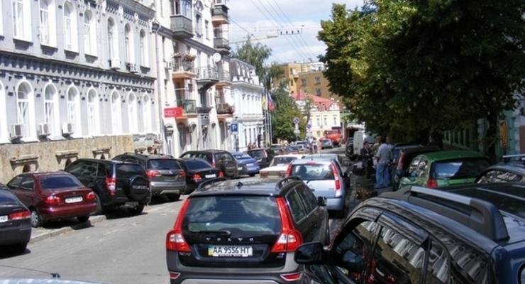 На новые парковки в Киеве выделят миллиард гривен