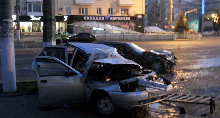 Гаишник на Мерседесе врезался в ВАЗ, двое погибли