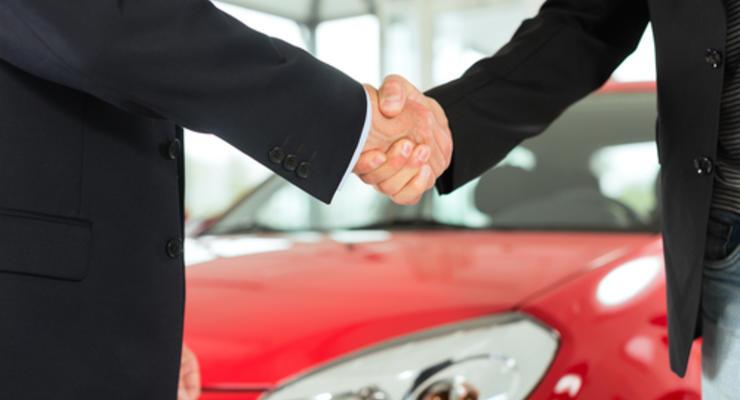 Продажи б/у автомобилей в Украине упали в два раза