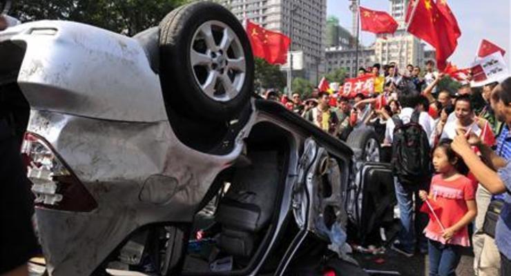 Китайцы крушат японские машины в порыве патриотизма