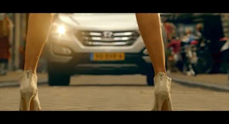 Новый Hyundai поднимает юбки сексуальным девушкам