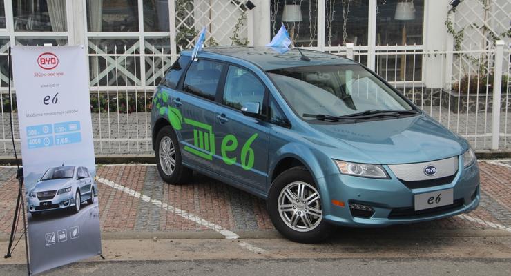 Новый BYD за $50 тысяч проезжает без бензина 300 км