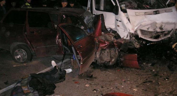 Водитель выехал на встречку, погубил себя и еще троих