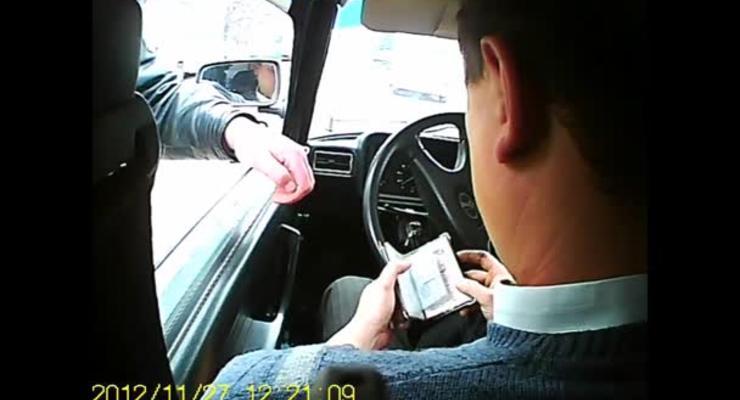 Начальника местного УГАИ поймал на взятке «друг»