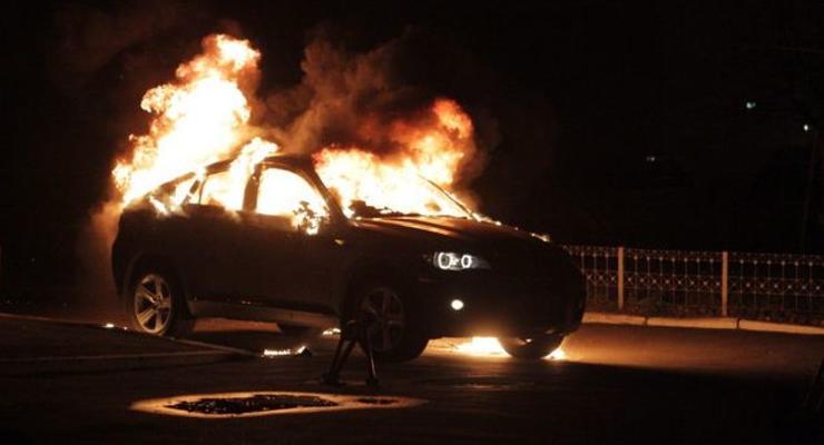 В Донецке сожгли BMW X6. Машина пылала, как факел