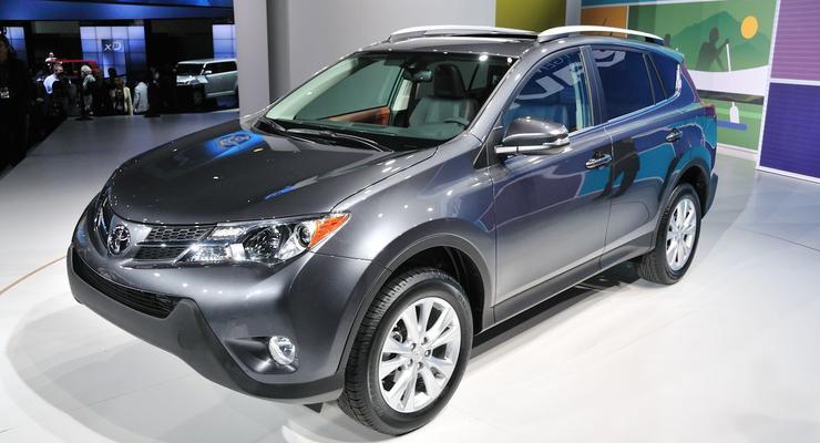 Новый Toyota RAV4: цены и комплектация для Украины