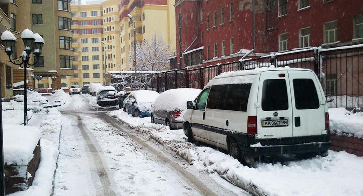 В Киев вернут эвакуаторы, чтобы спасти город от снега
