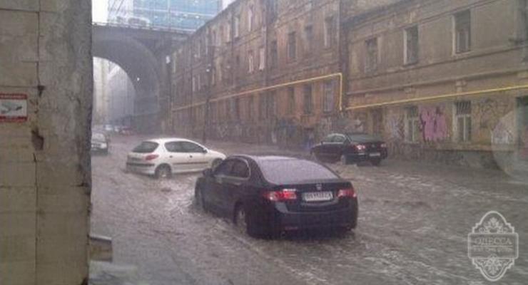 Пока Киев откапывают от снега, Одесса снова тонет