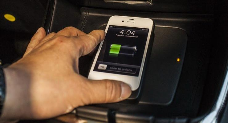 С нового года в Тойотах появится беспроводная зарядка