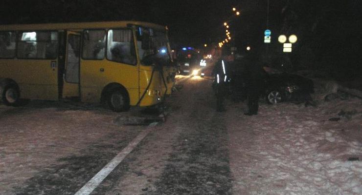 В Киеве в ДТП с маршруткой погибли три человека