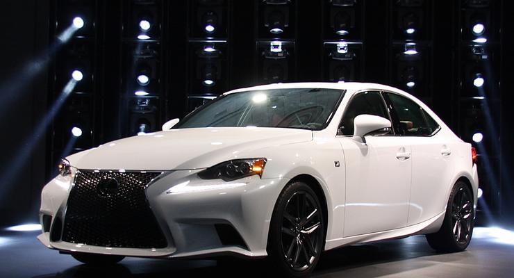 Новый Lexus IS представили публике в Детройте