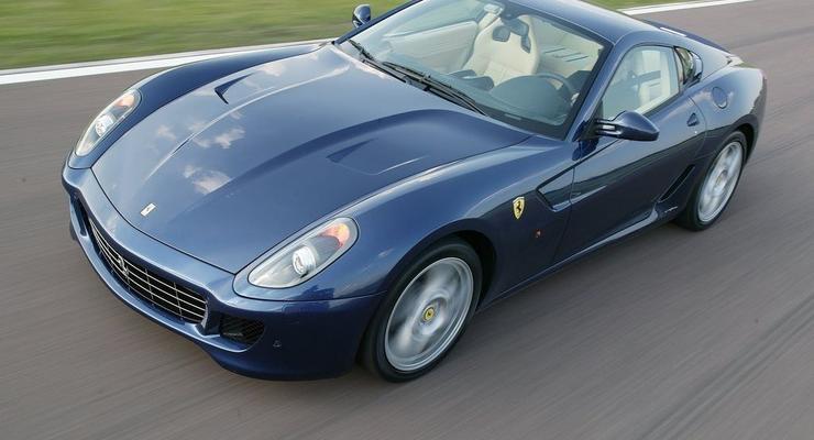 Киевлянка продала Ferrari и Hummer за 1000 гривен