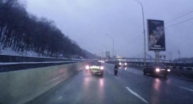 В Киеве у грузовика прямо на ходу отвалилось колесо