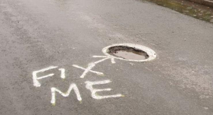 Почини меня! Неизвестный пометил ВСЕ выбоины на дорогах города