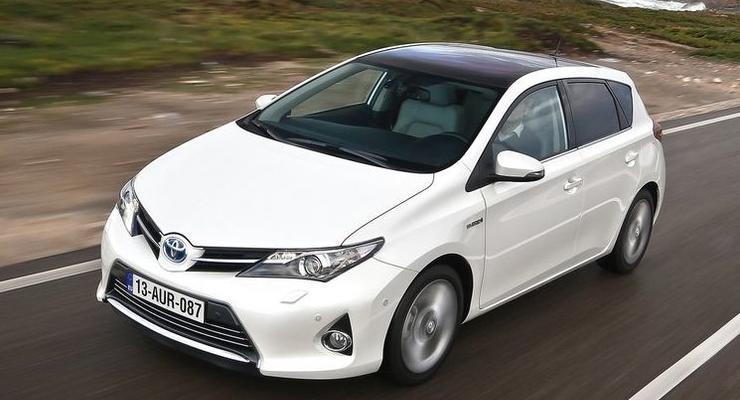 Тест-драйв хэтчбека Toyota Auris второго поколения