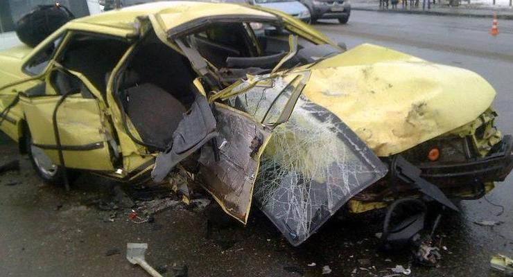 В Киеве трое 18-летних парней погибли в лобовом ДТП