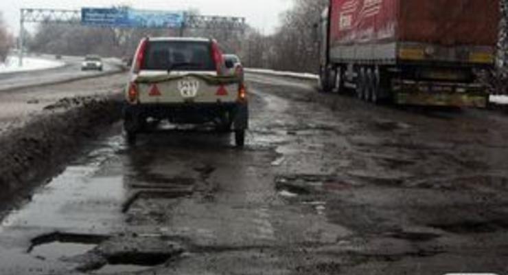 В Мининфраструктуры насчитали 140 гектаров ям на украинских дорогах
