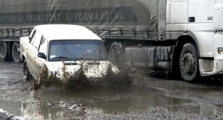 Украина попала в десятку стран с худшими дорогами