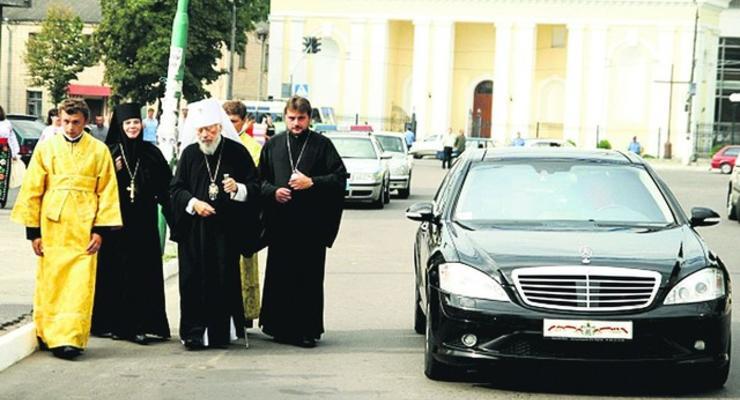 Божьи повозки: на чем ездят святые отцы Украины