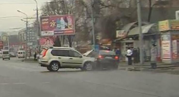 На остановке BMW насмерть сбил 4 человек (ВИДЕО)