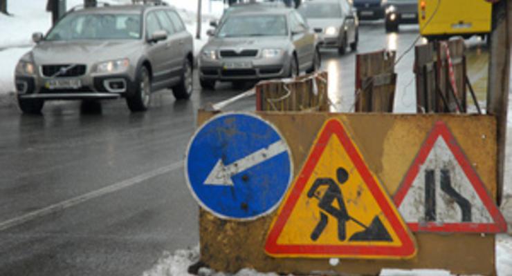 Закатают асфальт: Азаров даст на дороги 7 миллиардов гривен