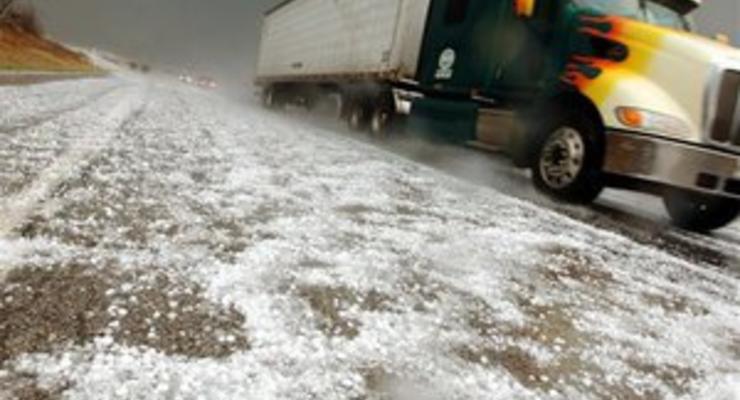 Азаров хочет ограничить движение грузовиков по всей стране