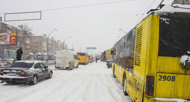 Пробки в Киеве: выходной не спас от заторов на улицах