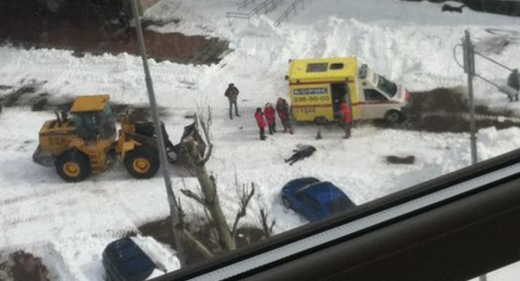 В Киеве снегоуборочный трактор задавил женщину